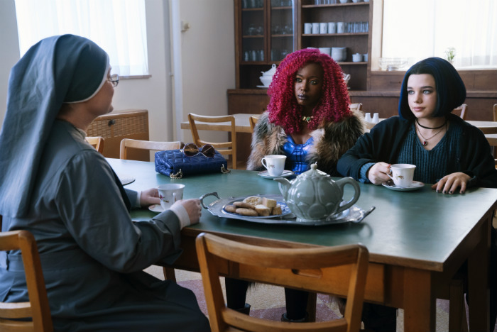 Rachel Kory and Nuns in Titans 1x03