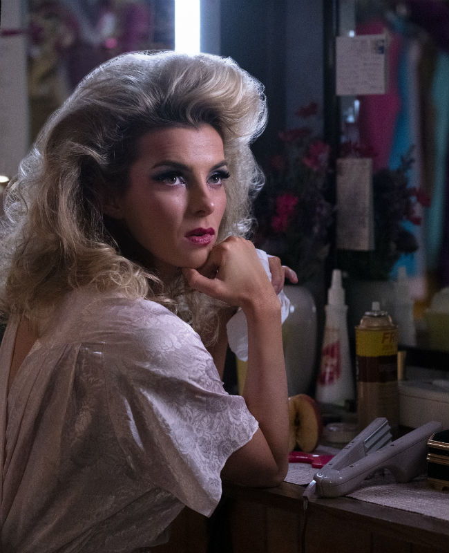 Glow' season 3, episode 1 review premiere: The show must go on | Hypable