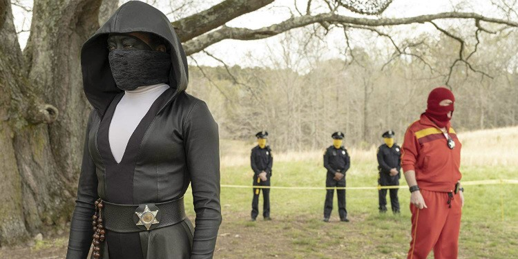 Sister Night and Red Scare in Watchmen 1x02